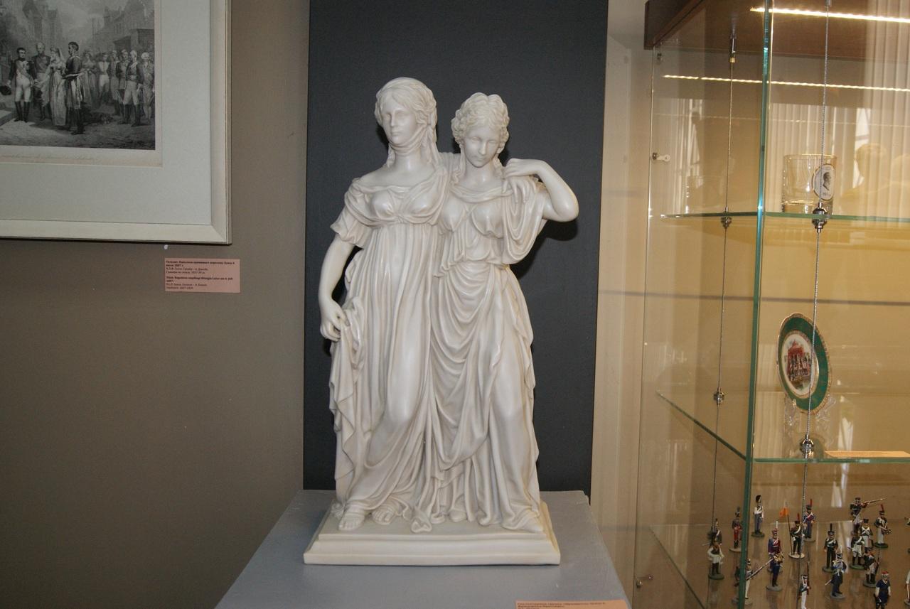 Скульптурная группа «Принцессы Луиза и Фридерика Прусские»