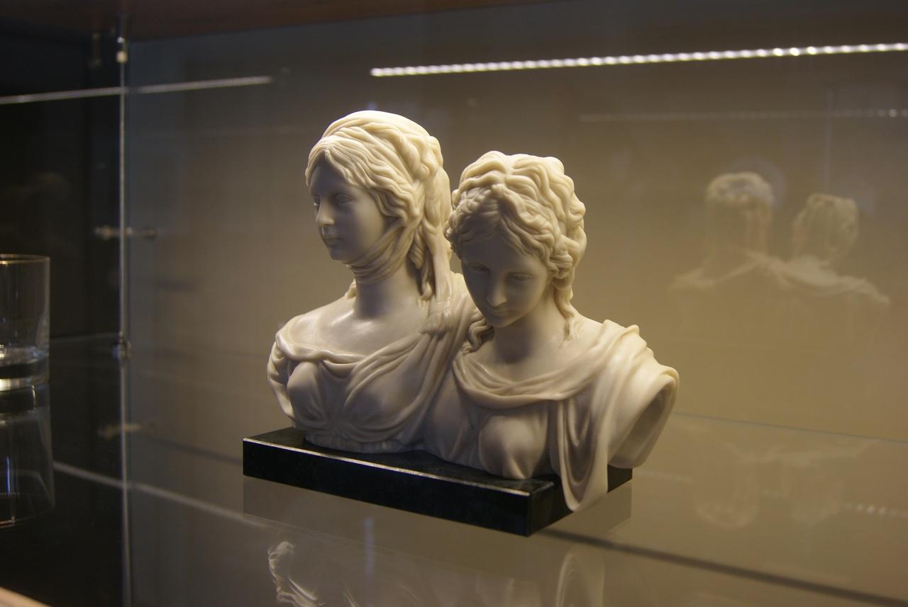 Парный бюст «Принцессы Луиза и Фридерика Прусские»